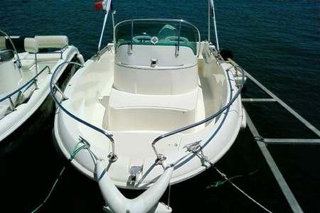 location bateau avec ou sans permis louer bateau moteur demi journ e journ e. Black Bedroom Furniture Sets. Home Design Ideas